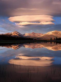 Lenticular clouds ov Waterfalls Love