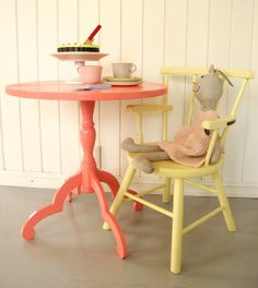 Dynamisk Salong: Nusselig kafebord med affeksjonsverdi