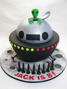 UFO Cake by Creative Cakes by Julie, via Cupcakes, Cake Cookies, Cupcake Cakes, Unique Cakes, Creative Cakes, Alien Cake, 4th Birthday Cakes, Just Cakes, Novelty Cakes