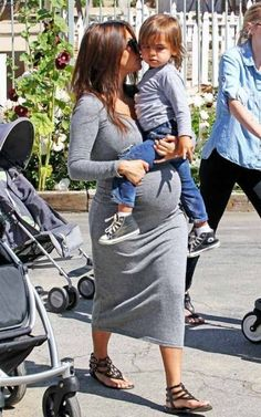 can i please be this cute and fashionable when i'm pregnant!