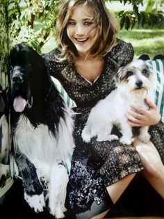 Jennifer lawrence being perfect. And with dogs.