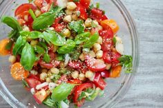 1 can chickpeas (400g) 2 tbsp sesame seeds 1 small red pepper ½ cup cilantro (chopped) 10 basil leaves 1 tbsp sesame oil / olive oil 2 spring onions 1 normal onion (small) 1 tsp balsamic vinegar 1 tsp nigella seeds (optional) 2 big tomatoes 1 carrot (optional) salt to taste