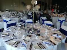 Simple, elegant and blue Centre, Table Settings, Table Decorations, Elegant, Simple, Classic, Modern, Blue, Inspiration