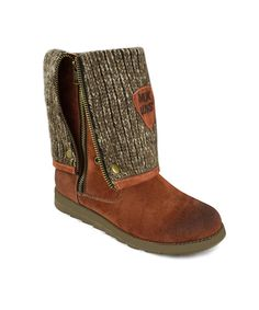 Make each step cozier and comfier than the last with these fashionable and functional sueded boots. A rustic knit lining and zipper detailing keep feet looking hot no matter the temp outside.13.5'' shaftSide zipperMan-madeImported