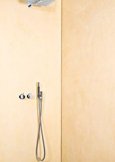 Duschrückwand wurde bewusst ohne Fliesen fugenlos ausgeführt