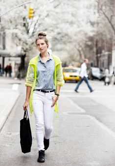 White jeans, citron and a denim shirt. Black sneaks and bag.
