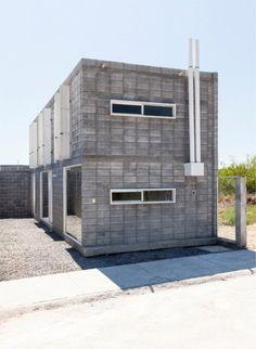 Casa Caja es un proyecto de vivienda de interés social cuyo objetivo es acercar la arquitectura y sus procesos de diseño, planeación y trabajo social a familias de escasos recursos, comunidades marginadas o proveer de infraestructura básica a instituciones que brindan apoyo social.
