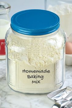 Homemade Baking Mix (DIY Bisquick) made with a healthier shortening substitute. 9 cups Unbleached All-Purpose Flour 5 tablespoons baking powder 1 tablespoon salt ¼ cup granulated sugar 1 cup vegetable shortening Bisquick Mix Homemade, Bisquick Mix Recipe, Homemade Dry Mixes, Bisquick Recipes, Homemade Spices, Homemade Seasonings, Recipe Mixes, Diy Recipe, Baking Mix Recipe