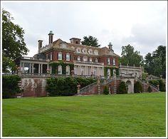 Old Westbury Gardens Modern Buildings, Beautiful Buildings, Beautiful Homes, Beautiful Architecture, English Manor Houses, English House, Villas, Old Westbury Gardens, Hotel Breaks