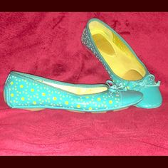 Cute cutout Mootsies Tootsies loafers/flats. Really cute ballet flats with bow. Lime green under shiny teal cutout pattern. Cushioned insole. Nice rubber driving-mocassin style sole. Worn once. Too small for my daughter! Mootsies Tootsies Shoes Flats & Loafers