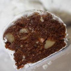 Rumkugeln+Walnüsse:48 Stk.575 g Vanillewaffeln, zerkrümmelt,75 g Puderzucker,4 EL Kakaopulver,175 g gehackte Walnüsse,3 EL Zuckersirup,120 ml Rum,Puderzucker zum Bestäuben.Vanillewaffeln,Puderzucker,Kakao,Nüsse vermischen.Zuckersirup+ Rum untermischen.2,5 cm große Kugeln formen,in Puderzucker wälzen.Vorm Verzehr einige Tage in einem luftdichten Behälter lagern.Zuckersirup:Wasser+Zucker,Verhältnis 2:1 (z.B. 100 g Zucker/ 50 ml Wasser) aufkochen,rühren,bis sich der Zucker komplett aufgelöst…