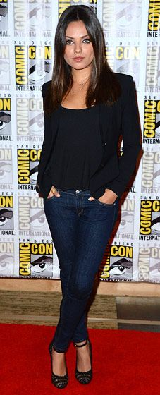 Leave it to #MilaKunis to make something simple and classic -- skinny jeans, black blazer -- look super sexy #GirlCrush