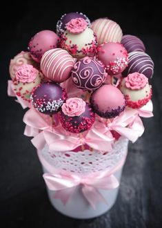 Cake Pop Bouquet, Gift Bouquet, Flower Cake Pops, Cake Pop Displays, Wedding Cake Pops, Wedding Cakes, Christmas Cake Pops, Kids Christmas, Buy Cake
