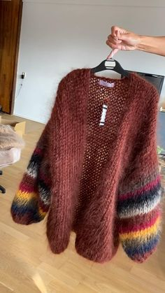 Mohair Cardigan, Knit Cardigan Pattern, Crochet Jacket, Crochet Clothes, Diy Clothes, Pull Mohair, Simple Pakistani Dresses, Baby Pullover, Knit Fashion