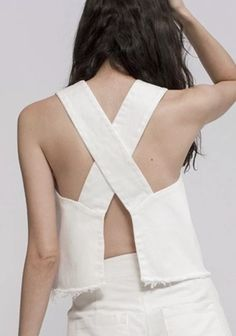Ziiropa-Aku Cross Top in White - Products - Hand Tailored in Mexico Ziiropa is a brand established by creative director Bridget Tidey, she uses - Look Fashion, Fashion Details, Diy Fashion, Ideias Fashion, Fashion Outfits, Fashion Design, 30 Outfits, Diy Clothing, Sewing Clothes