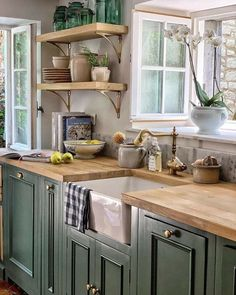Green Country Kitchen, Country Kitchen Cabinets, New Kitchen, Kitchen Sink, Kitchen Island, Kitchen Drawers, Kitchen Cabinetry, Kitchen Flooring, Green Kitchen Designs
