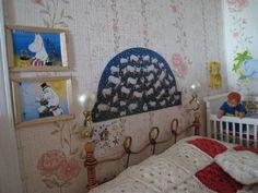 doll's house, but how cute is the Heljä Liukko-Sundström's painting
