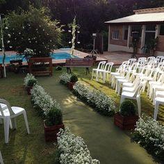 Detalhes da passarela do casamento realizado ontem com certeza vai ficar guardado na memória dos pombinhas!! #cleidedecoracoes #chacaramanancialdasaguas #parabenscasal by chacaramanancialdasaguas