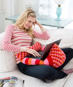 Laptop Pillow Pal Knitting Pattern #knit #redheartyarns #pillow