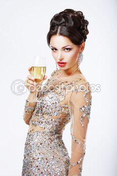 Mujer elegante con una copa de champán — Imagen de stock #35262603
