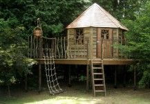 Childrens treehouse hideaway