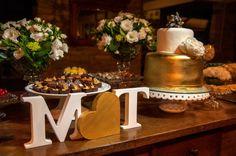 bolo-branco-e-dourado-para-casamento-foto-andre-sheffer