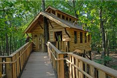 The Treehouse Guys Build Wheelchair Accessible Treehouses (#barrièrevrij Gepind ter inspiratie van recreatie ondernemers)