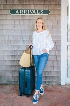 Today I wanted to share a little preppy style guide: travel outfits edition. Here's the most comfortable, yet still cute, travel outfit. Travel Outfit Summer, Travel Outfits, Summer Outfits, Preppy Look, Preppy Style, Rhyme And Reason, Fitness Fashion, Style Guides, How To Wear