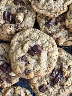Fantastic good cookies with chocolate and peanuts- Fantastisk gode cookies med sjokolade og peanøtter Fantastic good cookies with chocolate and peanuts - Peanut Cake, Meat Art, Types Of Cakes, Brownie Cookies, Acrylic Pouring, Chocolate, Baking, Peanuts, Sweet