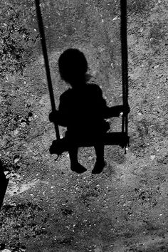 Swing Silhouette - Photo by Viktor Smirnov Shadow Photography, Art Photography, Shadow Silhouette, Silhouette Photo, Foto Fun, Shadow Play, Girl Shadow, Black And White Pictures, Nocturne