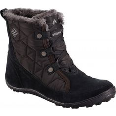 The Columbia Women's Minx Shorty Omni-Heat Insulated Apres Ski Boots are a shorter, versatile and easy feminine after ski boot. Snow Boots, Winter Boots, Apres Ski Boots, Ethical Shoes, Vegan Boots, Minimalist Shoes, Shorty, Waterproof Boots, Crazy Shoes