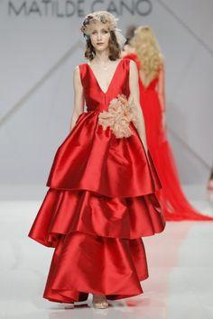 Vestidos de fiesta Matilde Cano 2017: glamour y alegría para las mejores… Haute Couture Gowns, Couture Fashion, Runway Fashion, Glamour, Wedding Guest Looks, High Fashion Dresses, Bridesmaid, Fashion Design, Style