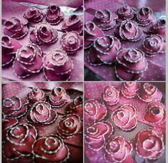 3D Roses made of Honiees and decorated by sugar glaze. Perníčkové 3D růže Honiees.