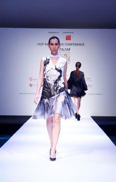 Thanh Hằng mặc giản dị mà vẫn nổi bật tại họp báo Vietnam International Fashion Week Xuân/Hè 2016 - Ảnh 7.