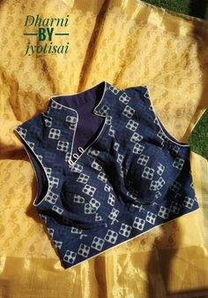 Love the chinese inspired collar New Saree Blouse Designs, Blouse Back Neck Designs, Fancy Blouse Designs, Kurti Neck Designs, Stylish Blouse Design, Blouse Models, Collor, Sarees, Collections