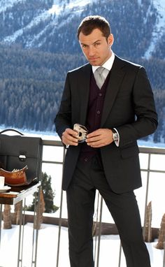 Jude Law for Alfred Dunhill Sharp Dressed Man, Well Dressed Men, Jude Law Style, Charcoal Suit, Gentleman Style, Modern Gentleman, Classic Outfits, Gorgeous Men, Beautiful People