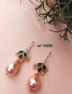 Gold Jhumka Earrings, Jewelry Design Earrings, Gold Earrings Designs, Gold Jewellery Design, Ear Jewelry, Gold Earrings For Kids, Gold Jewelry Simple, Gold Ring Designs, Ear Rings