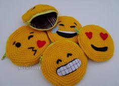 Artmorixe - Monederos emojis a crochet.