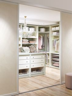 i like the pretty much everything about this Walk-in Closet, but it may be a bit to feminine for my finance ;p