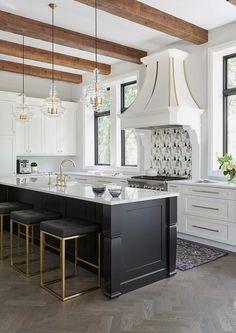 #homedesignideas #kitchendecor #kitchendesign #kitchenisland Black Kitchens, Luxury Kitchens, Cool Kitchens, Home Interior, Interior Design Kitchen, Home Design, Interior Designing, Kitchen Designs, Home Decor Kitchen