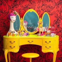 the best kitsch fashion vintage chic dressing table design ever ! Tarina Tarantino vanity, now that's a vanity! I could even put my legs underneath (most vintage vanities, aren't designed for that! Funky Furniture, Repurposed Furniture, Furniture Makeover, Painted Furniture, Country Furniture, Quirky Dressing Table, Diy Dressing Tables, Decoracion Habitacion Ideas, Decoration Inspiration