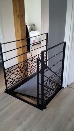 Gardes corps découpé laser Plus Staircase Handrail, Iron Staircase, Railings, Railing Design, Door Design, House Design, Railing Ideas, Metal Barn Homes, Metal Building Homes