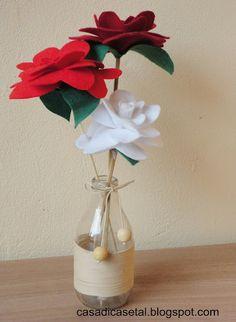 flores de feltro e reciclagem de vidros de leite de coco