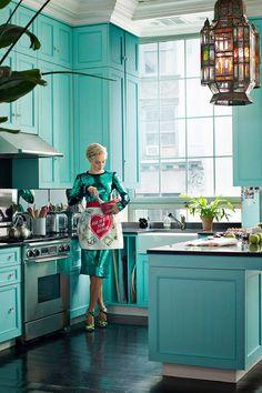 Veronica Swanson Beard's Manhattan penthouse + turquoise cabinets via Harper's BAZAAR Tiffany Blue Kitchen, Teal Kitchen, Kitchen Colors, Kitchen Decor, Kitchen Paint, Happy Kitchen, Kitchen Backsplash, Kitchen Yoga, Kitchen Cupboard