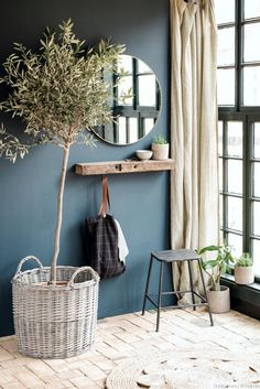 Simple rustic interior design with indoor planting and linen decor – Haus Dekoration Diy Room Decor, Decor, House Interior, Dark Blue Walls, Rustic Interiors, Blue Walls, Interior, Interior Design Rustic, Home Decor