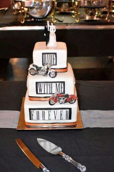 Cool motorcycle wedding cake.