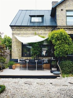 Backyard with eating spot  | Bungalow5