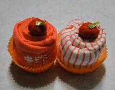 Como fazer um Cupcake de body (roupinha) de bebê - http://www.comofazerascoisas.com.br/como-fazer-um-cupcake-de-body-roupinha-de-bebe.html