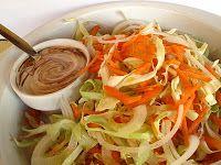 Salada de couve com molho de iogurte