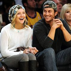 Oliver Hudson - his sis is Kate Hudson and mom is Goldie Hawn Celebrity Siblings, Celebrity Photos, Celebrity News, Oliver Hudson, Kate Hudson, Love Kisses And Hugs, Boho Hat, Goldie Hawn, Lakeside Collection